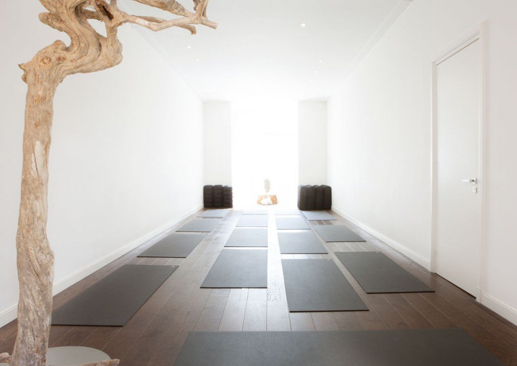 yoga in amsterdam oud zuid andreas trussat yogastudio. Black Bedroom Furniture Sets. Home Design Ideas
